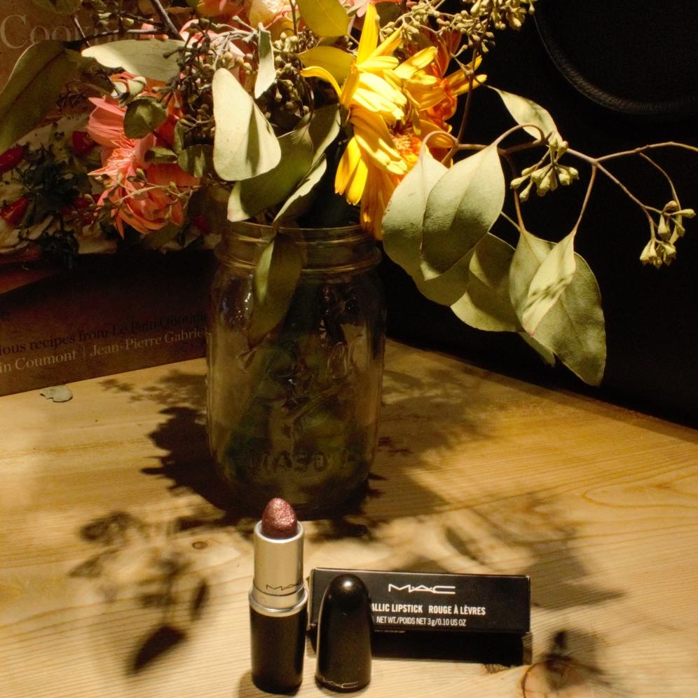 M.A.C Cosmetics Metallic gold lip